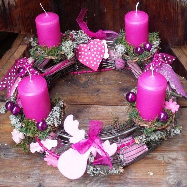 Adventný veniec v ružovej farbe
