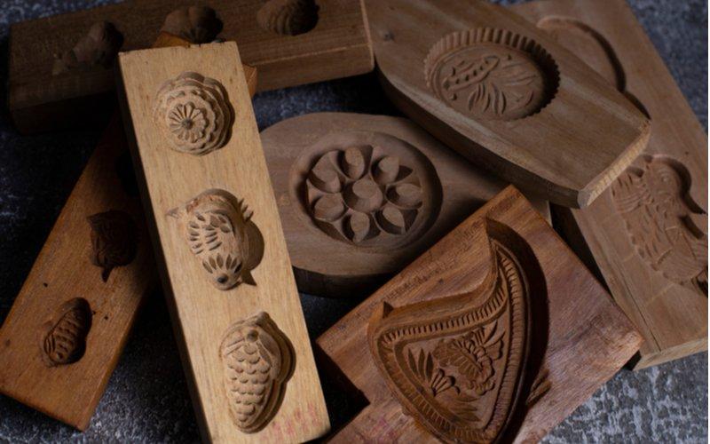Drevené formičky na medovníky z minulosti