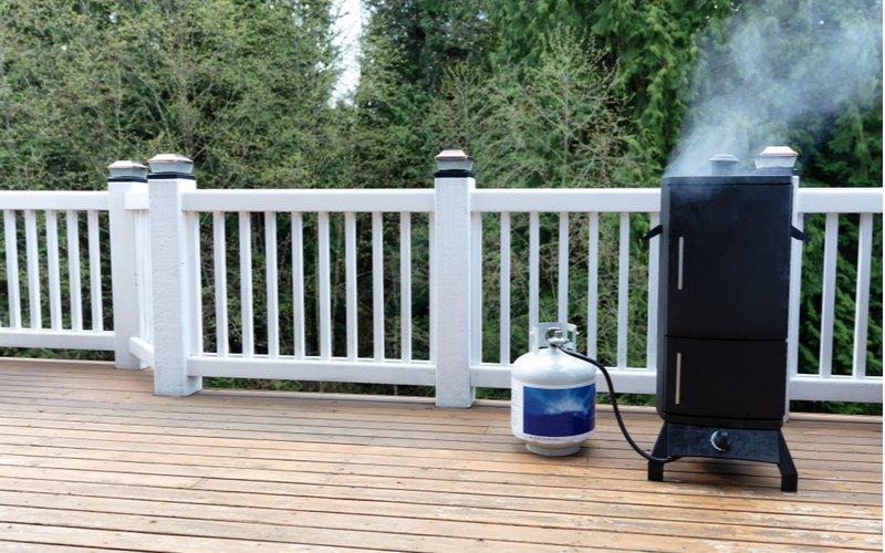 Plynová domáca udiareň na terase