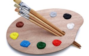 Štetce a paleta s farbami