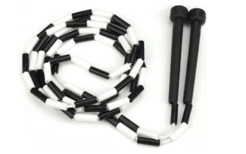 Čierno biele švihadlo s plastovými korálkami