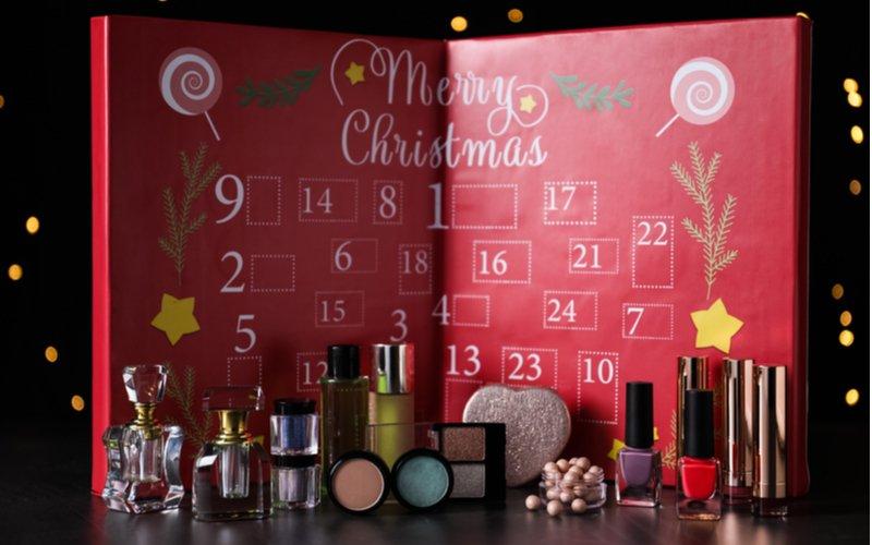 Adventný kalendár s kozmetikou