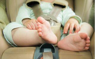 Autosedačky - malé dieťa bezpečne usadené v autosedačke