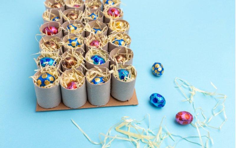 Čokoládové vajíčka v papierových rolkách
