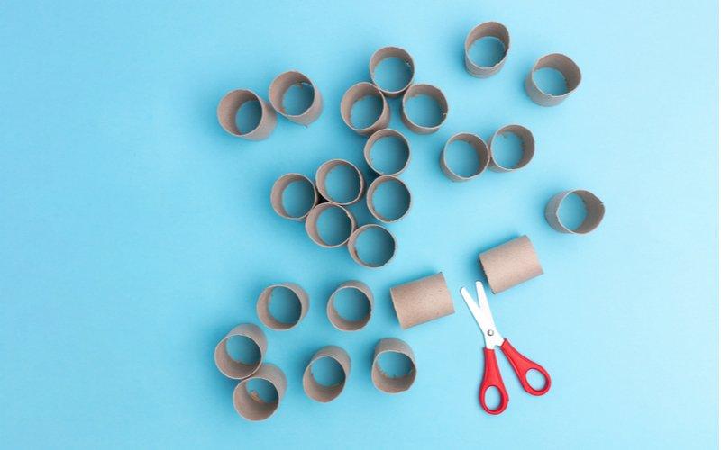 Nožnice a papierové rolky