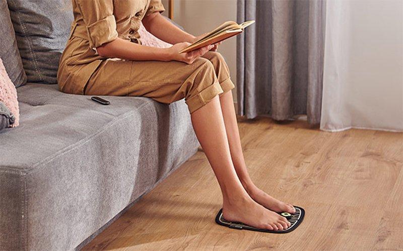 Žena regeneruje svaly na nohách