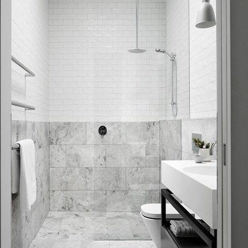 Bielo sivá moderná kúpeľňa