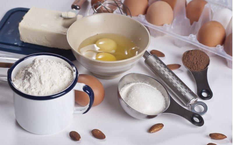 Váženie bez váhy - múka v šálke a ingrediencie na pečenie