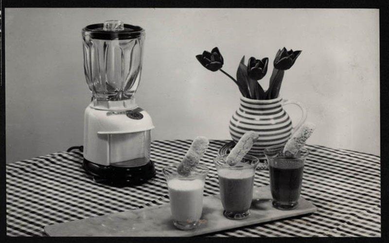Čierno biely obrázok starého mixéra