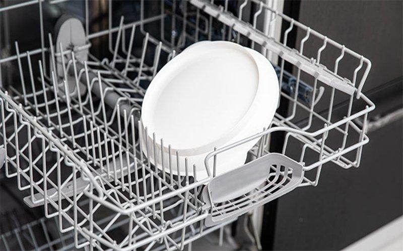 Tanier v umývačke riadu