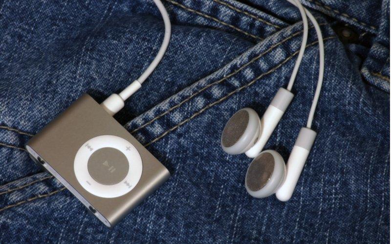 Maličký MP3 prehrávač s úchytom na oblečenie