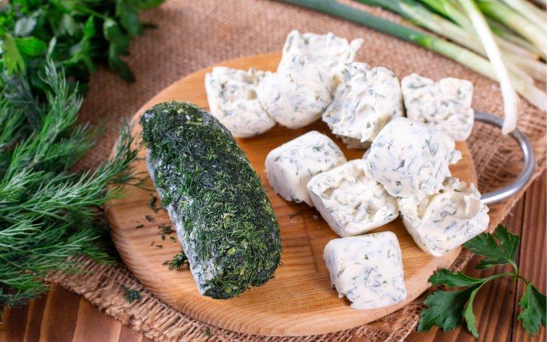 Mrazený kôpor a bylinkové maslo
