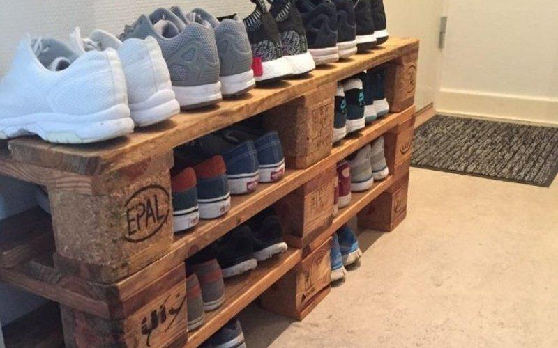 Botník s topánkami