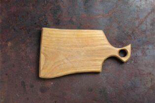 doska na krájanie na keramickej kuchynskej doske