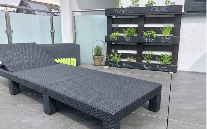 Záhradný nábytok v čiernej farbe