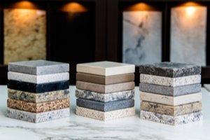vzorky prírodných kameňov na kuchynskú pracovnú dosku
