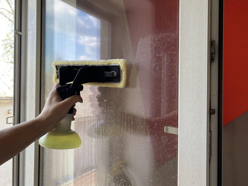 Čistenie okna čističom