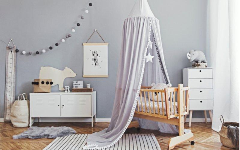 Drevená kolíska v detskej izbe