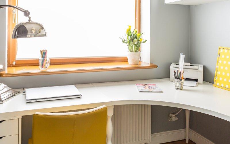 Rohový písací stôl