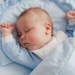 Spiace dieťa v kolíske