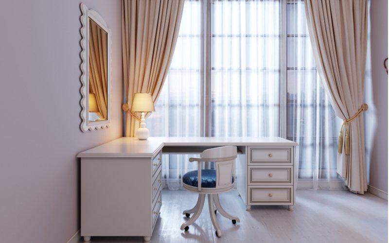 Štýlový rohový písací stôl