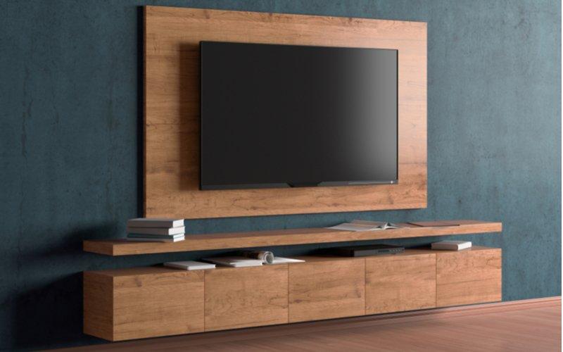 Televízor na stene