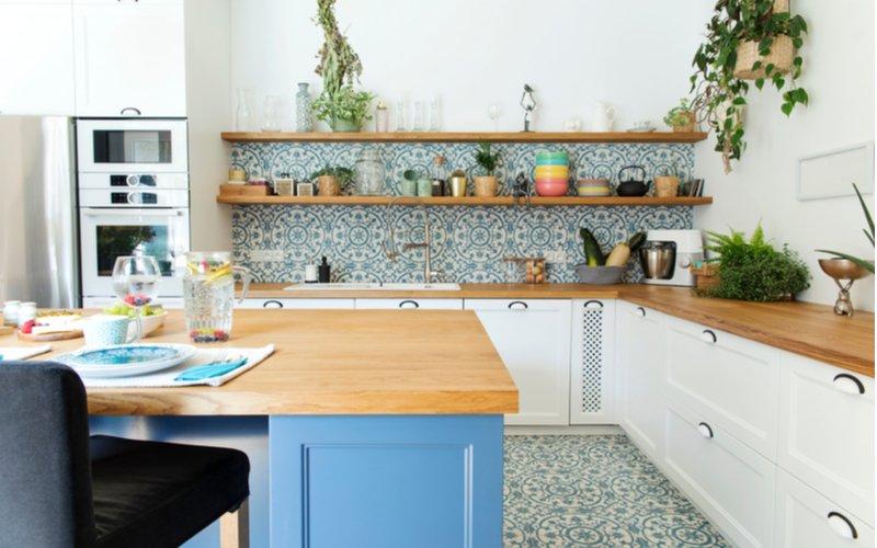 Biela kuchynská linka v štýle Stredomoria