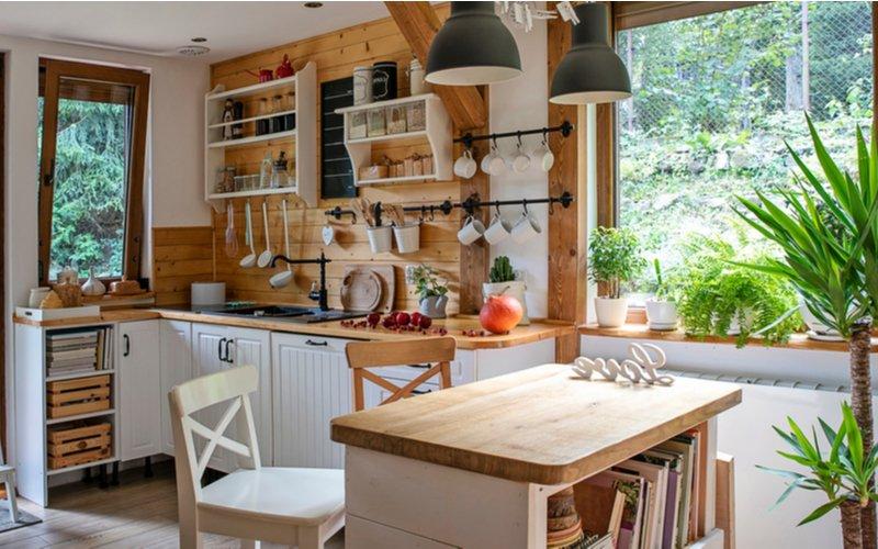 Biela kuchynská linka vo vidieckom štýle
